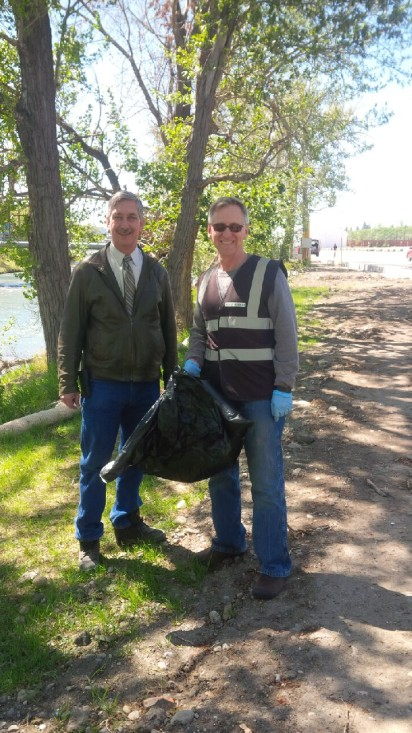 CEO Warren Connell and COO Paul Rosenberg helping out CS employees at the recent Riverbank Clean-up event